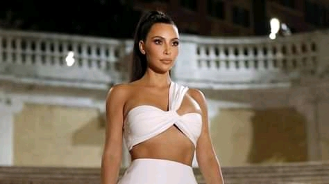 "Fans believe the ""old Kim Kardashian"" has returned, After Kanye West's breakup"