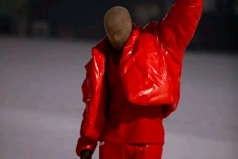 Kanye West provides fans a glimpse into his living quarters at Mercedes-Benz Stadium, Until he complete Donda