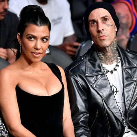 Is Kourtney Kardashian's hair cut by Travis Barker? Photo of Her